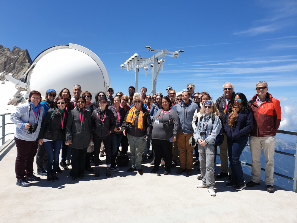 In the frame of the World Conference of Science Journalists in Lausanne, a group of 35 journalists travelled at the beginning of July to Jungfraujoch, in order to visit the research station and to interview experts. The picture shows the group on the Sphinx-terrace. Photo: HFSJG